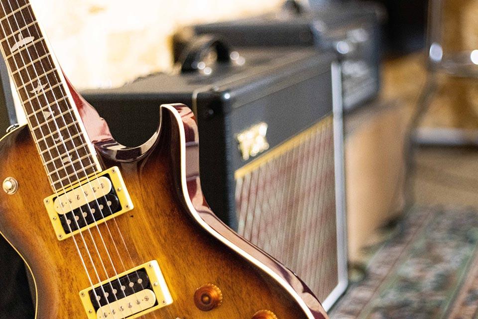 Studio d'enregistrement OHM - guitare © Droits réservés - Photographie : Maelwenn LEDUC