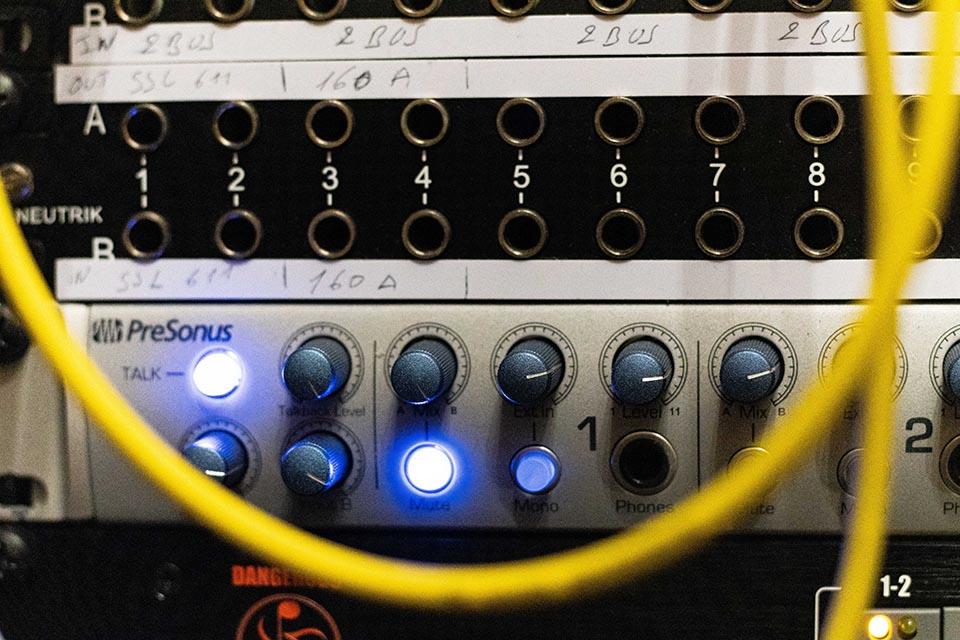 Studio d'enregistrement OHM - boutons © Droits réservés : Maelwenn LEDUC